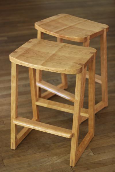 Mahlab stool Michael Yates Design The Guild of Austin  : smallstool01slideshow from austinartisan.org size 400 x 600 jpeg 26kB